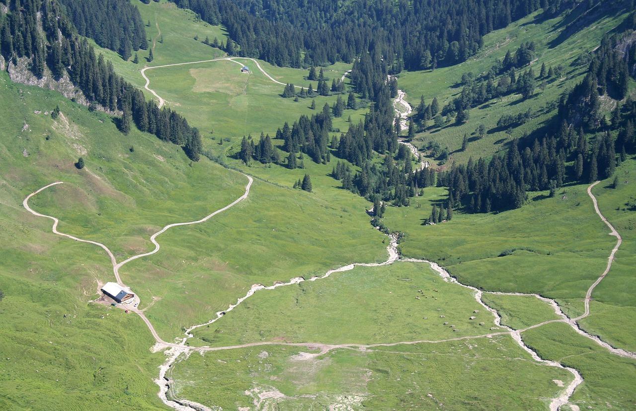 alpine-815804_1280